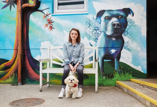 Maisie Williams and mural